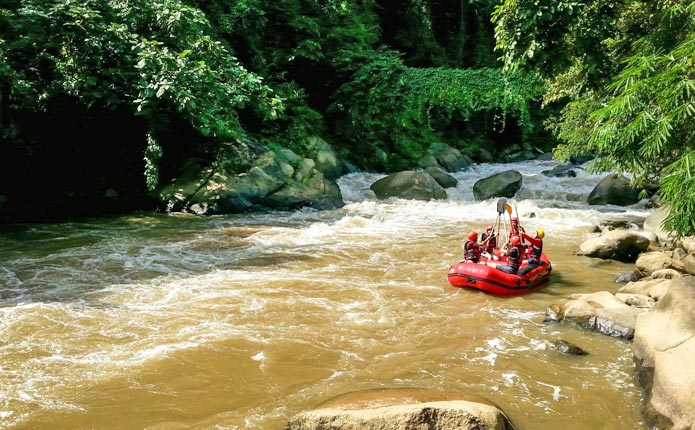 Whitewater rafting adventure mae taeng river chiang mai for Jungle furniture white river